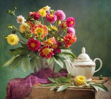 Free Dahlia Bouquet And Tea Royalty Free Stock Image - 16237016