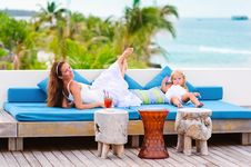 Free Happy Mother And Her Daughter Have A Fun Outdoor Stock Photography - 16240982