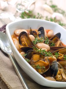 Free Mussel Soup Royalty Free Stock Photos - 16241458
