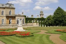 Free Flowers And Statues Decorating Wrest Park Royalty Free Stock Photography - 16244887