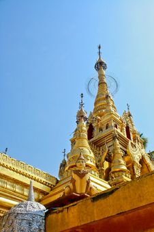 Free Gold Pagoda In Sky Background Royalty Free Stock Photos - 16244998