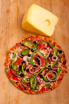 Free Pizza With Vegetables And Pepperoni Stock Images - 16253474