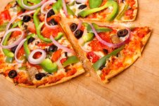 Free Pizza With Vegetables And Pepperoni Royalty Free Stock Images - 16253479