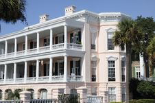 Free A Traditional Southern Mansion Royalty Free Stock Image - 16257036
