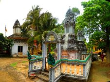 Free A Beautiful Mix Of Hinduism, Tribal Animism And Theravada Buddhism At Ek Phnom Pagoda. Killing Fields Of Battambang. Cambodia Royalty Free Stock Photography - 162501767