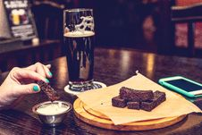 Free Food And Beer At The Pub Royalty Free Stock Photos - 162502208