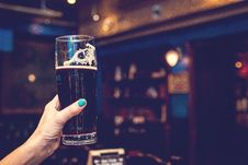 Free Woman Hand With Glass Of Beer Stock Images - 162502394