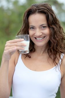 Free Woman Holding Glass Of Milk Royalty Free Stock Photos - 16261758