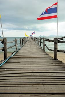 Free Wood Bridge To The Sea Stock Photo - 16262990