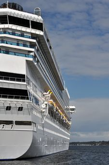 Free Side View Of A Cruise Ship Royalty Free Stock Photos - 16271158