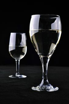 Free Two Glasses Of White Wine Royalty Free Stock Images - 16272599