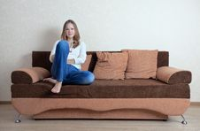 Free Woman With Laptop On The Sofa Royalty Free Stock Photos - 16274598