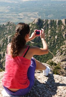 Free Girl On Edge And Photographs A Landscape Royalty Free Stock Photography - 16275847