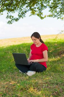 Free Woman Outdoor Using Laptop Sitting On Grass Royalty Free Stock Images - 16279789
