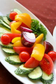 Free Fresh  Vegetable Appetizer Royalty Free Stock Images - 16285289