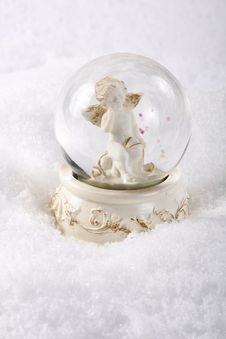 Free Angel In Glass Sphere Royalty Free Stock Image - 16285946