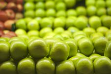 Free Green Apples Piled Up At Royalty Free Stock Images - 16287379