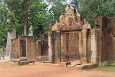 Free Banteay Srei Main Entrance Royalty Free Stock Photos - 16291228