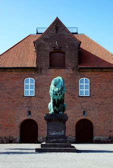 Historical Building With Lion Statue Royalty Free Stock Photos