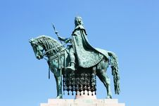 Free St Stephen Statue On Budapest, Hungary. Stock Photos - 16295233