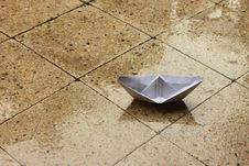 Free Paper Boat On Porch Royalty Free Stock Images - 16295319