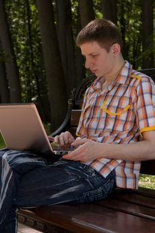 Free Young Man Using Laptop In Summer Park Royalty Free Stock Photo - 16296915