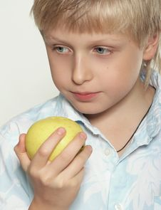 Free Eleven Years Old Boy With An Apple Royalty Free Stock Photos - 1636138
