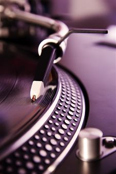 Free Vinyl Record Player Spinning The Disc Royalty Free Stock Image - 16301746