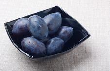 Free Black Glass Bowl With Plums Stock Photography - 16301752