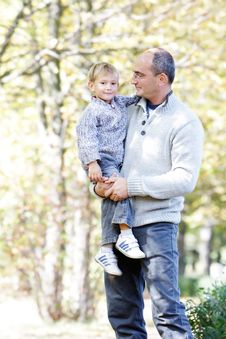 Free Father And Son In Autumn Park Royalty Free Stock Image - 16317606