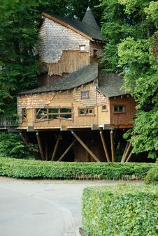 Free A Tree House Royalty Free Stock Image - 16323556