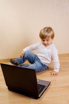Free The Child With Laptop Stock Photography - 16325122