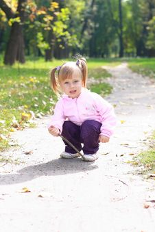 Free Little Girl In The Park Royalty Free Stock Photos - 16333478