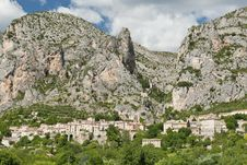 Free Moustiers Sainte Marie Royalty Free Stock Image - 16338146