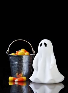 Free The Perfect Ghost With A Bucket Royalty Free Stock Image - 16343516