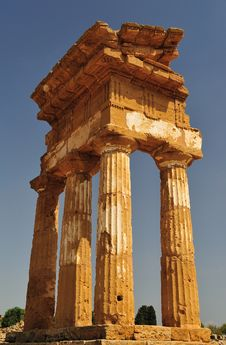 Free Remains Of The Temple Of Agrigento Royalty Free Stock Photos - 16350018