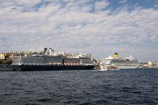 Free Cruise Ship Royalty Free Stock Photo - 16350605