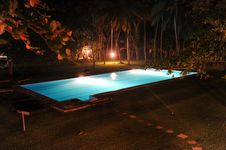 Free Pool By Night Royalty Free Stock Photography - 16356977