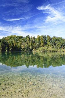 Free Green Lake In Autumn Stock Photography - 16357012