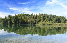 Free Green Lake In Autumn Royalty Free Stock Images - 16357169