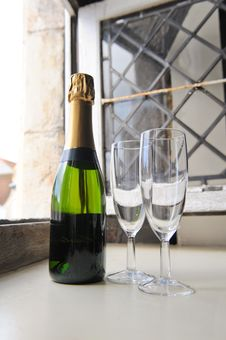 Free Champagne And Glasses Royalty Free Stock Images - 16357689