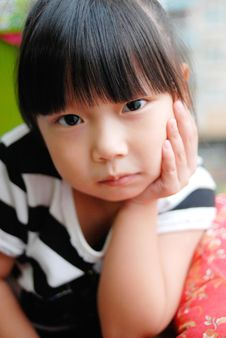 Free Asian Child Watching And Thinking Royalty Free Stock Photography - 16360067