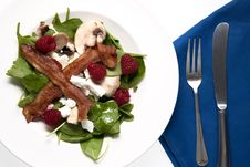Free Salad Of Spinach, Bacon, Cheese And Berries Royalty Free Stock Photography - 16360667