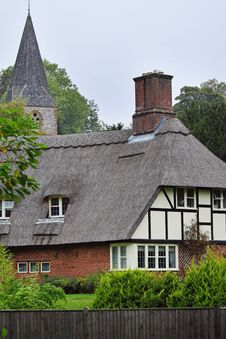 Free Thatched English Village Cottage Royalty Free Stock Photo - 16362245