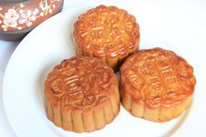 Free Moon Cakes With Chinese Teapot Close Up View Royalty Free Stock Photography - 16363057