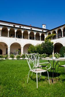 Italian Villa Set In Stunning Gardens Royalty Free Stock Images