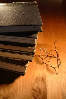 Free Old Books And Spectacles Stock Photo - 16369960