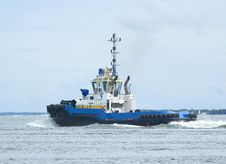 Free Blue And Yellow Tugboat 3 Stock Photo - 16372070