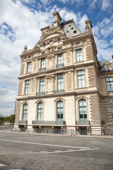 Free Louvre Museum Facade Royalty Free Stock Photo - 16373335