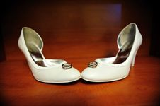Free Bride Shoes And Wedding Rings Stock Photos - 16374133
